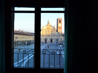 Cozy 2 bedroom Vigevano Apartment with Television - Vigevano vacation rentals