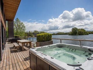 Beautiful 4 bedroom Cabin in Lechlade - Lechlade vacation rentals