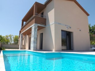 Beautiful house Luna with swimming pool - Privlaka vacation rentals