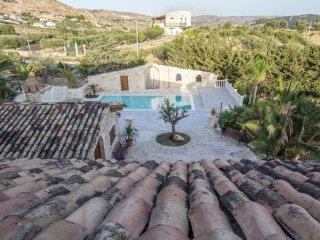 Casale Rocca Russa Casa Vacanze-Bed & Breakfast - Favara vacation rentals