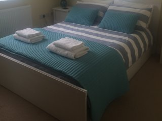"""Blue skies"" 2 Bedroom Holiday Let In Whitstable - Whitstable vacation rentals"