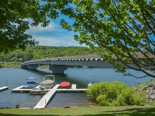 Captivating 4 Bedroom Lakefront townhome in the heart of Deep Creek! - McHenry vacation rentals