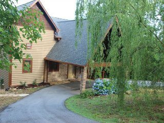 Beautiful Cabin with Internet Access and Porch - Graysville vacation rentals