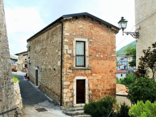 Charming 1 bedroom Bisegna Apartment with Internet Access - Bisegna vacation rentals
