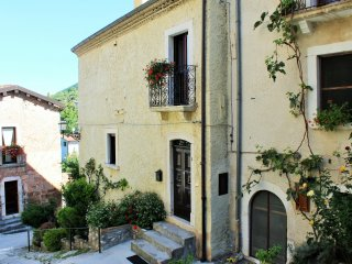 1 bedroom Apartment with Internet Access in Bisegna - Bisegna vacation rentals