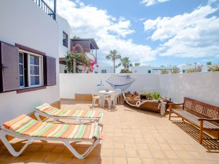 Bright 1 bedroom Puerto Del Carmen Condo with Internet Access - Puerto Del Carmen vacation rentals
