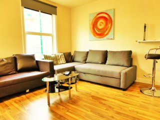 BEST LOCATION,1bedroom flat,sleeps 4 in Brick Lane - London vacation rentals