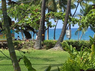 Oceanfront From Your Living Room - Kailua-Kona vacation rentals