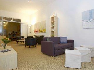 Pappelallee apartment in Prenzlauer Berg with WiFi & balkon. - Berlin vacation rentals