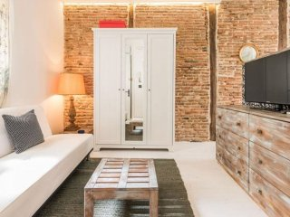 Petit Chueca apartment in Malasaña with WiFi & airconditioning. - Madrid vacation rentals
