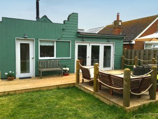 Three bed wooden beach house, 1 Min from Beach - Camber vacation rentals