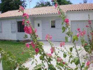 LA ROCHELLE MAISON PROCHE MER - Aytre vacation rentals