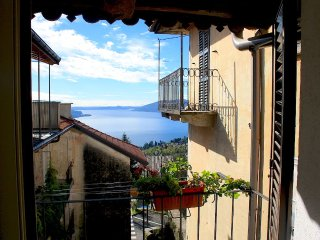 Cozy 2 bedroom Vacation Rental in Arizzano - Arizzano vacation rentals