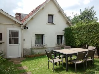 Adorable Saint-Cyr-sur-Loire Studio rental with Short Breaks Allowed - Saint-Cyr-sur-Loire vacation rentals
