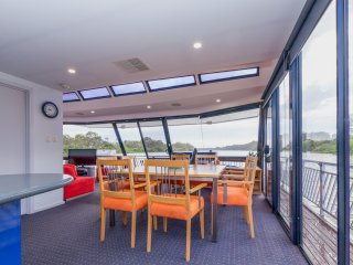 River Breez Houseboats.             5 Star luxury - Mannum vacation rentals