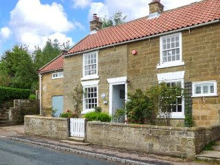 1 BELLE VUE period cottage, en-suite, woodburning stove, garden, in Osmotherley ref 934987 - Osmotherley vacation rentals