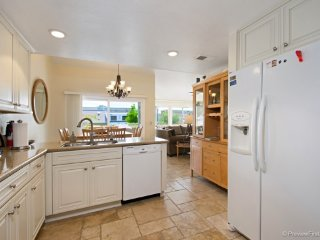 Lovely House with Microwave and Satellite Or Cable TV - Encinitas vacation rentals