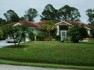 3 bedroom Bungalow with Internet Access in Lehigh Acres - Lehigh Acres vacation rentals