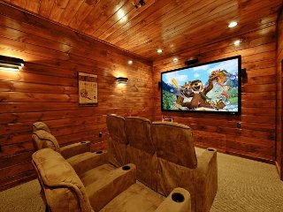 3 Bedroom Gatlinburg Cabin with Home Theater Room - Gatlinburg vacation rentals