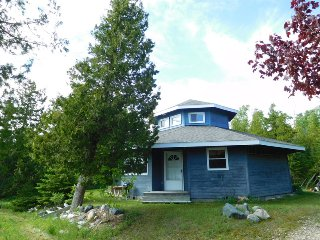 Cozy 3 bedroom House in Saint Ignace with Internet Access - Saint Ignace vacation rentals