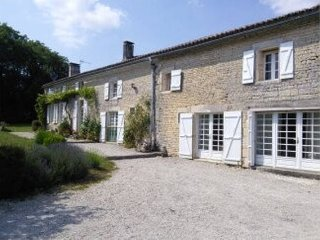 Large holiday house sleeps 12 close to Cognac - Villiers Couture vacation rentals