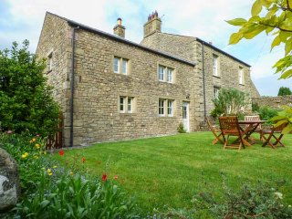 ELDROTH HOUSE COTTAGE, stone-built, woodburner, enclosed garden, pet-friendly - Austwick vacation rentals