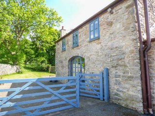 POPTY BACH, woodburning stove, pet-friendly, romantic retreat, Denbigh, Ref 935230 - Denbigh vacation rentals
