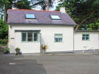 THE ANNEXE, detached, romantic, pet-friendly, WiFi, in Llangoed, Ref 937080 - Llangoed vacation rentals