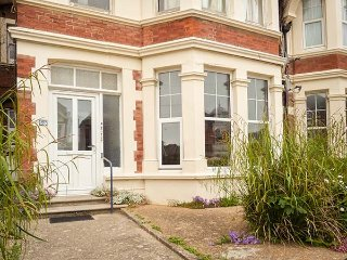 OUR SEASIDE RETREAT all ground floor, woodburner, WiFi, enclosed garden in Bexhill-on-Sea Ref 937216 - Bexhill-on-Sea vacation rentals