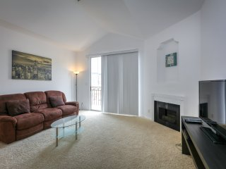 Amazing Two Bedroom In Miracle Mile - West Hollywood vacation rentals
