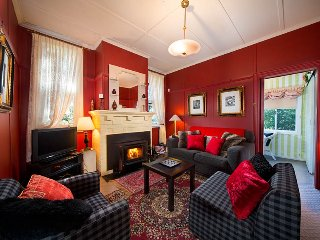 Perfect 3 bedroom Leura House with Television - Leura vacation rentals