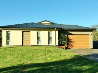 Nice 3 bedroom House in Lake Conjola - Lake Conjola vacation rentals
