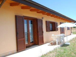 Casa autonoma in posizione stupenda e soleggiata - Atri vacation rentals