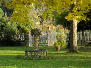 La Limonaia - Lovely restored baronial guest house - Arezzo vacation rentals