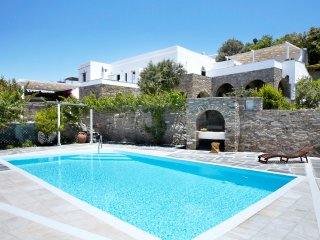 Villa Elea, Traditional House with Pool in Tinos - Exomvourgo vacation rentals