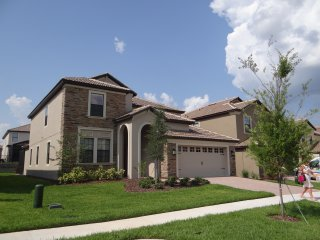 Beautiful 6 bed Disney House pool, game roomCinema - Davenport vacation rentals