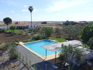 "Charming ""cortijo"" surrounded by olive trees in peaceful environment - Fuente de Cantos vacation rentals"