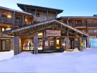 Spacious 4 bedroom Les Arcs Apartment with Shared Outdoor Pool - Les Arcs vacation rentals