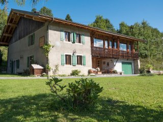 Spacious Chalet with Internet Access and Satellite Or Cable TV - Les Gets vacation rentals