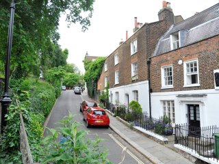 Gorgeous 2BD house on London's prettiest street! - London vacation rentals