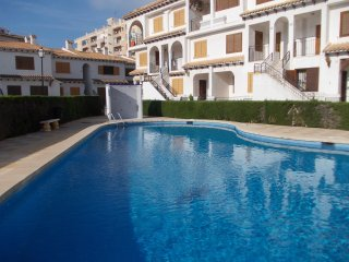 Cozy bungalow, 3 min walk from the beach. WIFI. AC - Torrevieja vacation rentals