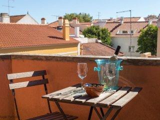 Charming 1 bedroom Cascais Condo with A/C - Cascais vacation rentals