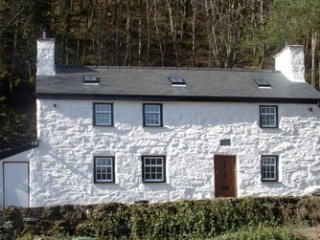 Large Luxury Welsh Cottage in fabulous location - Beddgelert vacation rentals