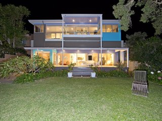 RitzSea Bay. Waterfront 2 bedroom garden apartment - Salamander Bay vacation rentals