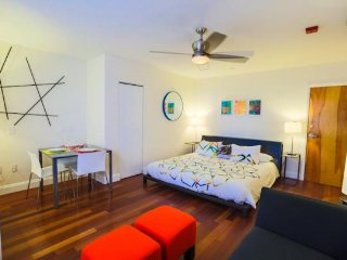 Miami Beach - The Sagamore Studio, refined art deco condo, steps to beach, pool. - Miami Beach vacation rentals