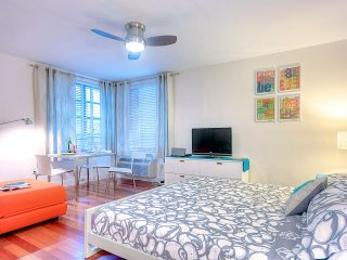 Miami Beach - The Shelbourne Studio, steps to beach and Lincoln Rd, pool. - Miami Beach vacation rentals