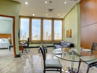 Buffet breakfast included, pool, gym, 24/7 desk... - Panama City vacation rentals