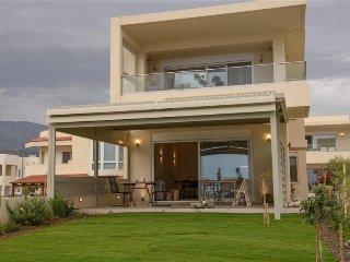 Comfortable 1 bedroom Kokkinos Pirgos Apartment with Internet Access - Kokkinos Pirgos vacation rentals