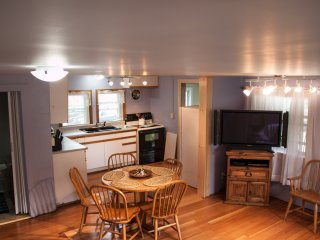 Quaint cottage,5 min walk to beach/pier. Sleeps 6 or rent w/ 7342093 to sleep 12 - Old Orchard Beach vacation rentals