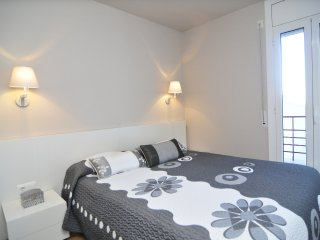 Cozy 2 bedroom Girona Condo with A/C - Girona vacation rentals